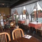 15729783 - 木の温もりと、大きな窓が気持ちのよい店内