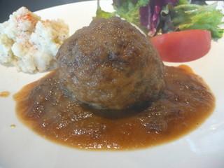 J.J.Monks - とってもジューシーなハンバーグにお醤油ベースの甘味と酸味のある玉ねぎソースが良く合います。