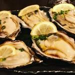 鮮度の極み 魚もつ - 広島産牡蠣