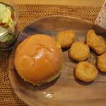 マクドナルド - 料理写真:トリプルチーズバーガー、ハッピーセット(チキンマックナゲットセット)