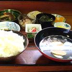 新栄寿し - 新栄定食 1000円。本来はご飯の代りに握り寿司がつく。