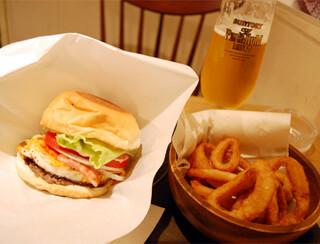 バーガーズベース - 佐世保バーガーとオニオンリングとビール