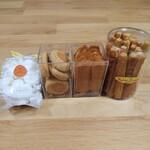 メゾン・ド・プティフール - 料理写真:小菓子をあれこれ購入 左から  ムラングシトロン    サブレディアマン   ラング・ド・シャ     フロマージュ