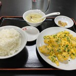 歓迎 - エビと玉子とニラの炒め定食