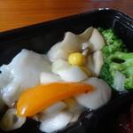 鎌倉山下飯店 - 帆立と烏賊の塩味炒め弁当