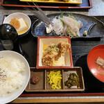 居酒屋酒肴 - 料理写真:とび魚刺身と鳥唐膳900円