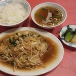 クォウライ - 野菜炒め  750円 ライス(味噌汁・漬物)  250円