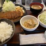 みそかつかつみや - 三河もち豚ロースカツ定食(1380円)+追加キャベツ(50円)