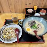 らーめんやな川 - ラーメン+半チャン ¥800