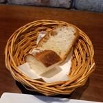 ヴィアブレラ - 自家製パン