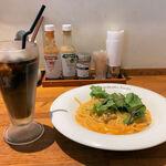 金星パスタ - 料理写真:テーブル