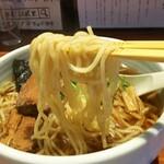麺屋江武里 - 「江戸醤油ら~麺 大盛」麺アップ