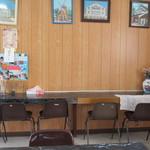 塩田 - 壁際のカウンター席。