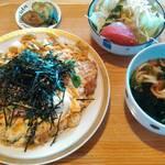 ジンベエ - 料理写真:ランチ・煮カツ丼セット