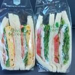 アウルグリーン - 料理写真:玉子焼きミックスサンドと熟成ロースハムと野菜サンド