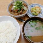 もつ焼 稲垣 - 煮込み定食 600円