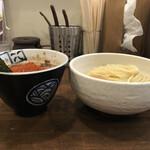 麺処 井の庄 - 辛辛魚 味玉つけめん(側面)