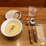 Laugh - 前菜1種類+パスタランチ1,000円、冷製コーンスープ