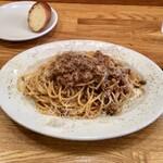 Laugh - 前菜1種類+パスタランチ1,000円ミートソーススパゲッティパルミジャーノレッジャーノ