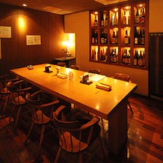 最大45名までのご宴会、4名様~8名までの半個室も完備。