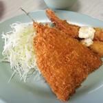 とみよし食堂 - 日替わり定食のアジフライ&エビフライ