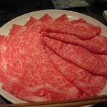 15739748 - 『特選しゃぶしゃぶ』肉は1人前6,500円。(写真は3人前)