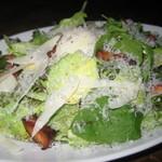 マグキッチン - アボガド・ベーコンの山盛りシーザーサラダ