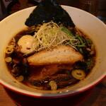 つけめん・らーめん 海老鶏麺蔵 - 鶏醤油ラーメン(750円、斜め上から)