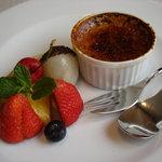 レザン - 紅茶のブリュレとフルーツ