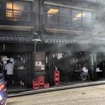 いせや総本店 - すごい煙量。