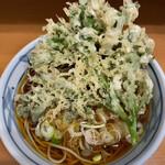 加賀 - 立ち食い蕎麦屋さんで揚げたて出されたら脱帽です。