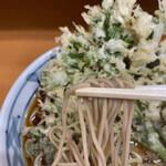 加賀 - 麺はしなやかでコシがあり美味しい。