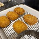 加賀 - 牛肉コロッケ!美味しいらしい♫次回のお楽しみ・・・。