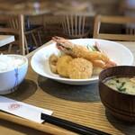 洋食堂 はなや - ◆カニクリームコロッケ&海老フライセット(1180円)・・10分ほどで提供されます。