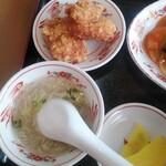 157433969 - 日替りランチB酢豚+鶏唐揚(2コ)定食ご飯大盛り