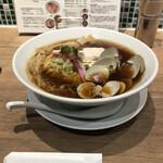 むぎとオリーブ - 料理写真:蛤・鶏・煮干しのトリプルSOBA、SOBA大盛、1000円+本来100円。しかし、ランチ時でも無いのに、何故か大盛サービス。