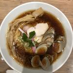 むぎとオリーブ - 蛤の内3個は、ほぼ身無し。麺も、ダブルトルネード。