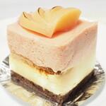 オザワ洋菓子店 - 白ももと赤もものケーキ