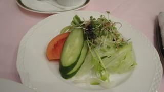 EMU - ぱりぱりの葉もの中心のサラダ