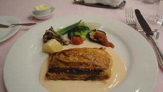 EMU - シャケと帆立のムースのパイ包み焼き