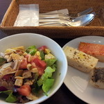 パタジェ - 生パスタランチ(900円)10品目健康サラダ、パンビュッフェ付き