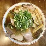 157472345 - チャーシュー麺(950円)+メンマのせ(50円)