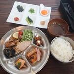 炭火焼鶏×デザート こてつ - こてつ定食 1,200円(税込)