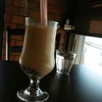 ビーラインカフェ - ブラックパールタピオカ、ちょっと固めだけどおいしい♪