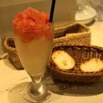 Bistro 2538 - 2012.11 フルーツ氷のサングリア(530円)白ワインベースのイチゴ味