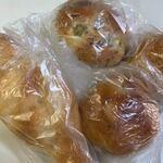 天然酵母ベーカリー トヰチ屋 - この日はこの中から4種類のパンを選んでみました。