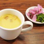 キッチンフライパン - いとう食堂のソースかつ丼(1200円)のコーンポタージュスープとお漬け物