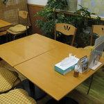健康食工房 たかの - テーブル席
