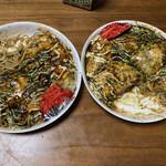 へんくう - 料理写真:食いかけですみませんm(_ _)m左が肉玉そばダブルの大葉4分け切り、右が肉玉そば、もち・チーズ6分け切り!