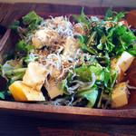 PUBLIC KITCHEN cafe 南船場店 - 有機野菜のサラダ